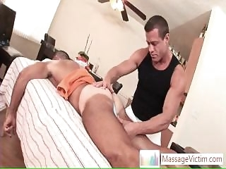 massage (gay) Dude getting welcome surprise when massaged By Massagevictim gays (gay)
