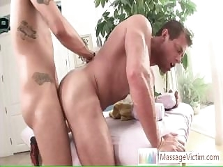 gays (gay) Muscled guy getting his ass fucked hard and deep By bareback (gay)