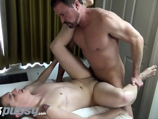 gays (gay) Inked FTM jock gets fucked by Daddy dick after hot oral swap cumshot (gay)